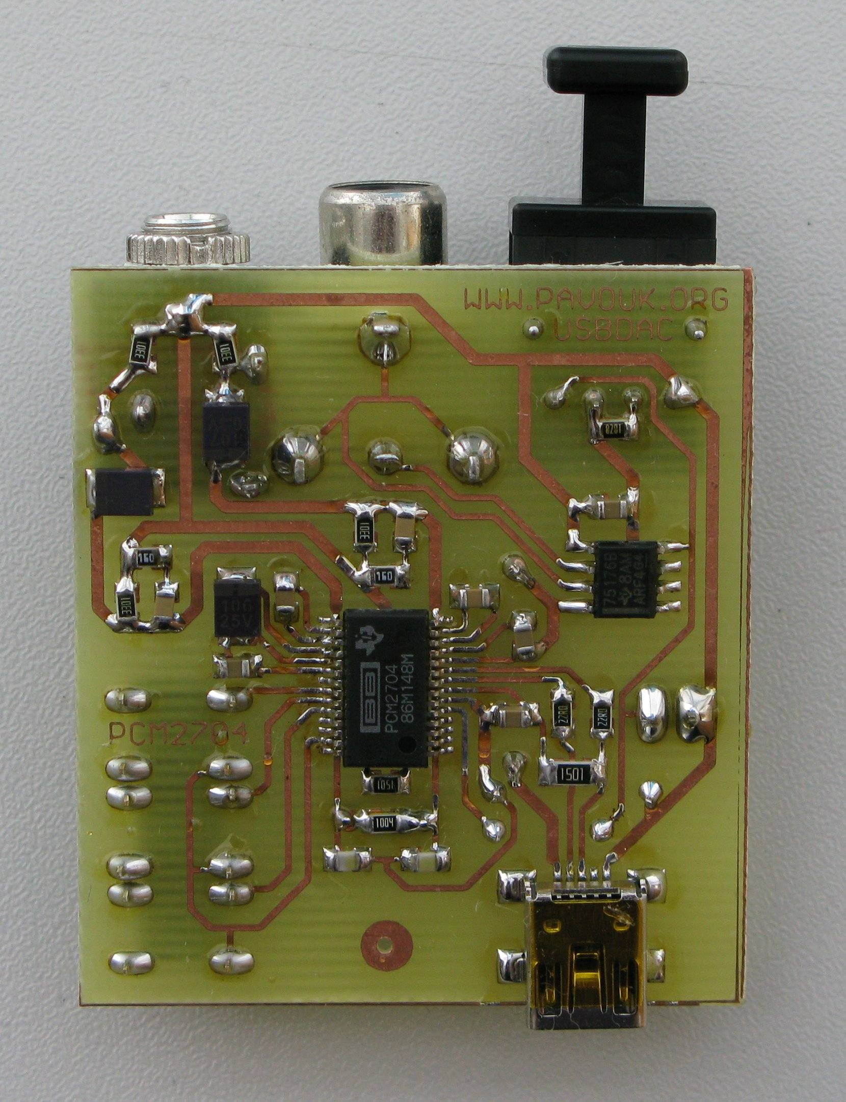 USB Audio DAC with PCM2704